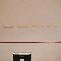 Ljudabsorbenternas väggfäste är mycket enkelt och förlåtande