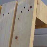 Vi spikar inte våra pallar, utan skruvar samman dem så man lättare skall kunna återvinna materialet